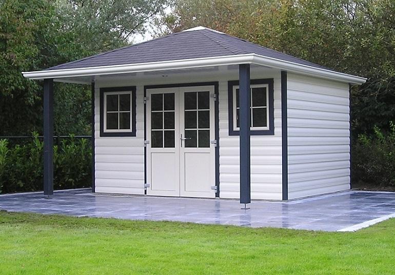 Ein Kunststoffgartenhaus mit Vordach oder Terrasse im eigenen Garten selber aufbauen.