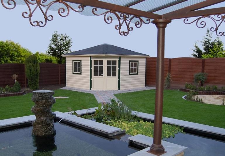 5-Eck Gartenhaus aus Kunststoff als Eckaufstellung im Garten