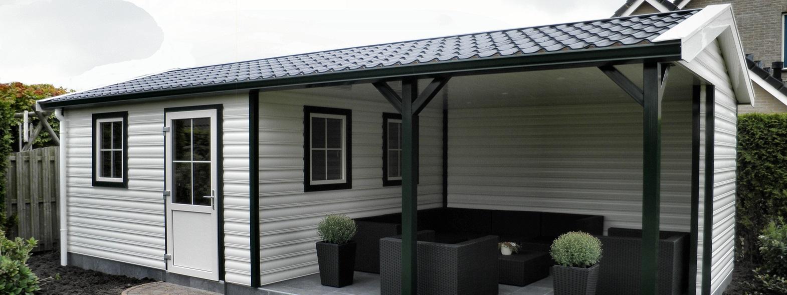 Satteldach Gartenhaus aus Kunststoff mit Terrasse oder Vordach nach Maß bestellen.