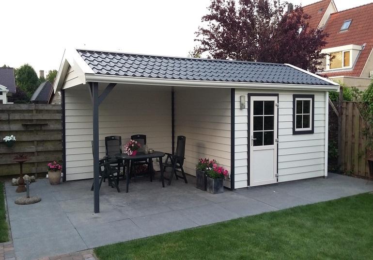 Gartenhaus aus Kunststoff mit Vordach oder großzügiger Terrasse nach Maß bestellen und im eigenen Garten aufbauen.